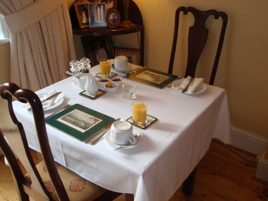 Tinode House: Breakfast table