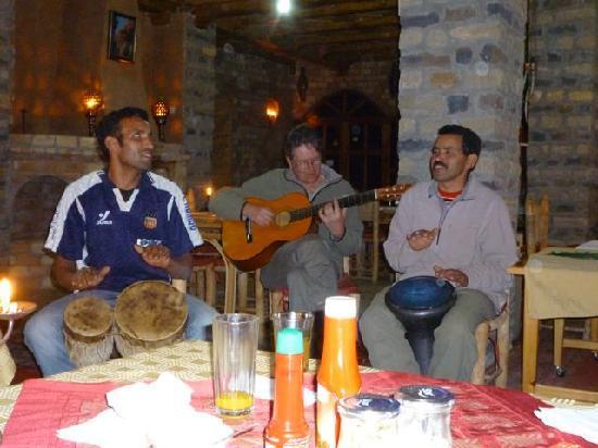 Auberge Restaurant Les Amis: Music!