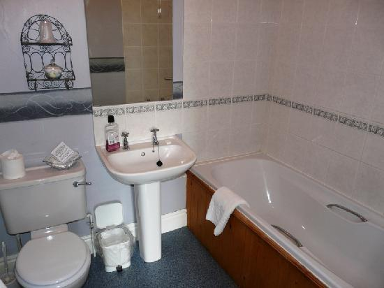 George & Dragon Hotel : Bathroom