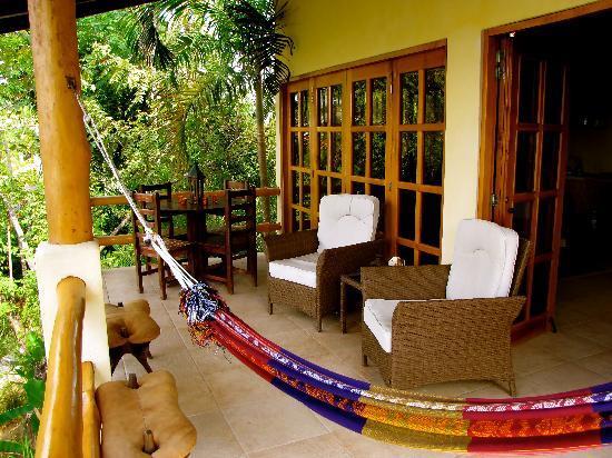 Casa Chameleon Hotel Mal Pais: Villa Palma Balcony Patio 1