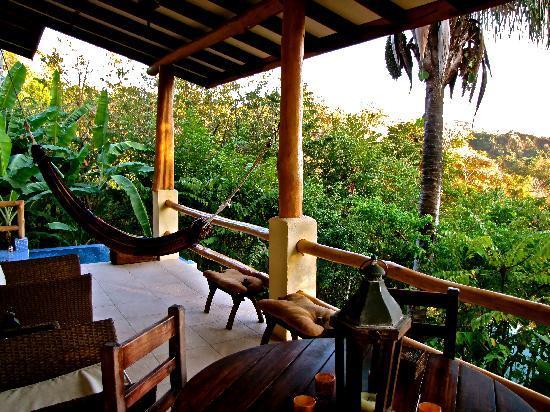 Casa Chameleon Hotel Mal Pais: Villa Palma Balcony Patio 2