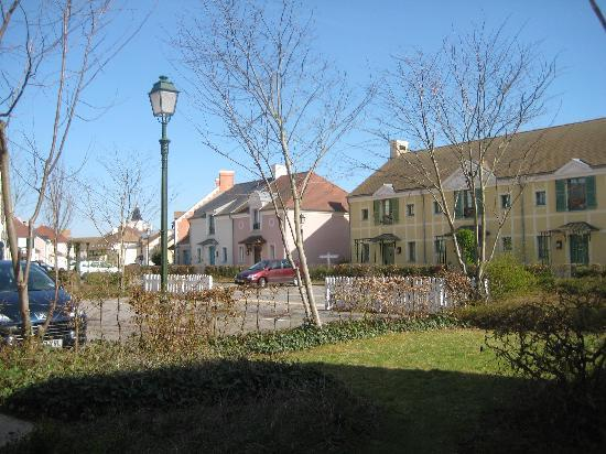 Marriott's Village d'Ile-de-France: View of houses from front door