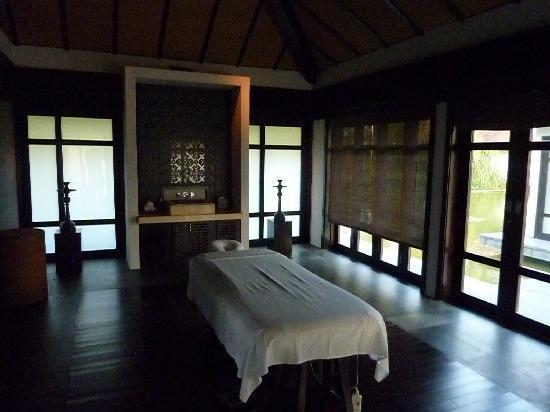 Four Seasons Resort The Nam Hai, Hoi An: intérieur d'un pavillon du spa