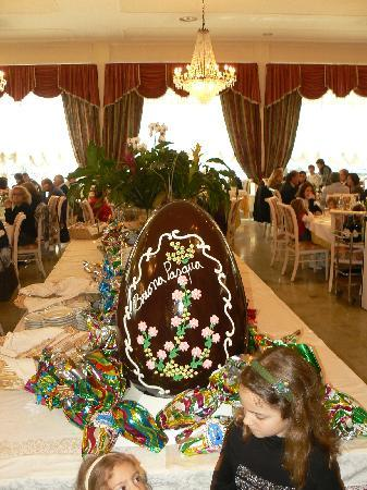 Hotel Terme Internazionale: uovo di Pasqua nel ristorante