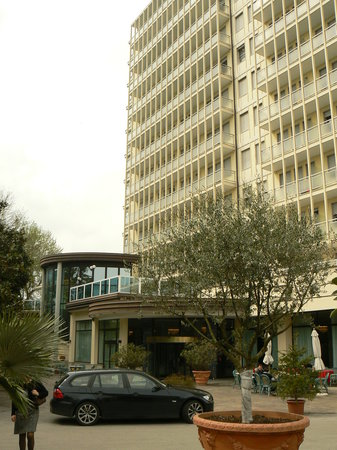 Αμπάνο Τέρμε, Ιταλία: L'hotel, vista dal giardino