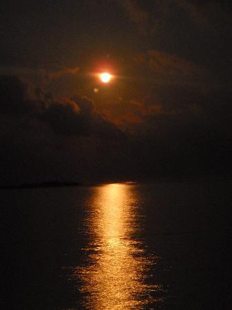 Hakuraa Island: La Lune très impressionant :)