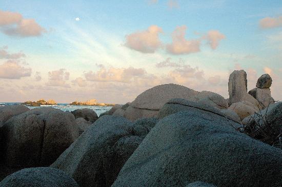 Nikoi Island: die andere Seite der Insel