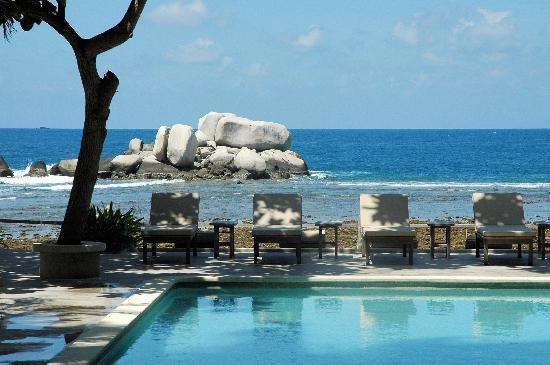 Nikoi Island: beim Swimmingpool