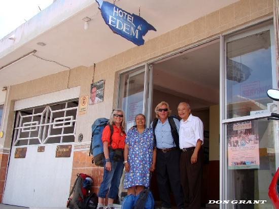 Hotel Posada Edem: Gustavo, the owner, his wife, Don and Judith