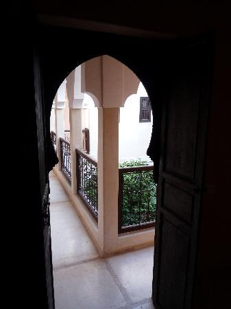 Riad l'Oiseau du Paradis: Gallery around the inner courtyard