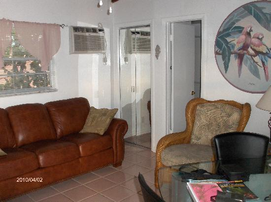 Sands of Islamorada Hotel: living room