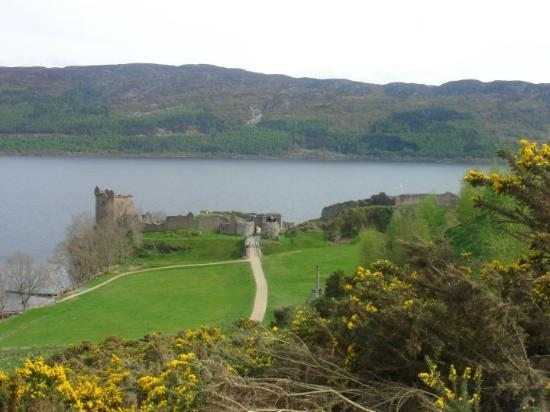 Fort William, UK : castle ruins at the Loch Ness