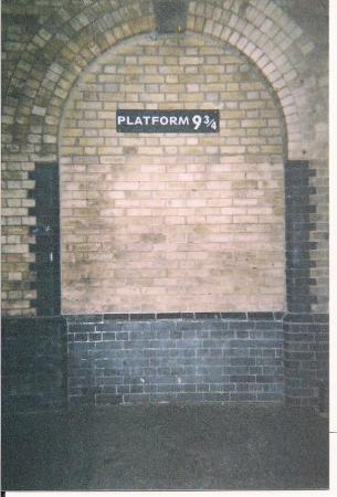 King's Cross Station: Goin' on the Hogwort's Express...