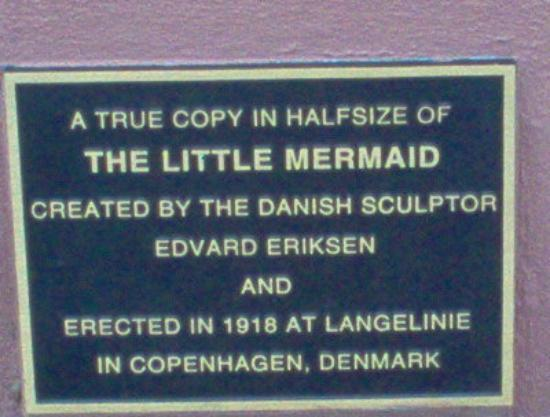 Havensight Mall: A close-up of the plaque below