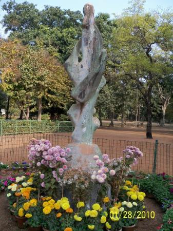 Santiniketan, Hindistan: ANIRBAN SHIKHA (Eternal flame)- A sculptur of Mother and Child by famous sculptor Ramkinkar Baij