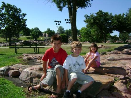 Falls Park: Alex, Cameron & Kaitlyn in Sioux Falls, SD
