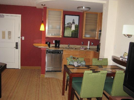 Residence Inn Amelia Island: Kitchenette