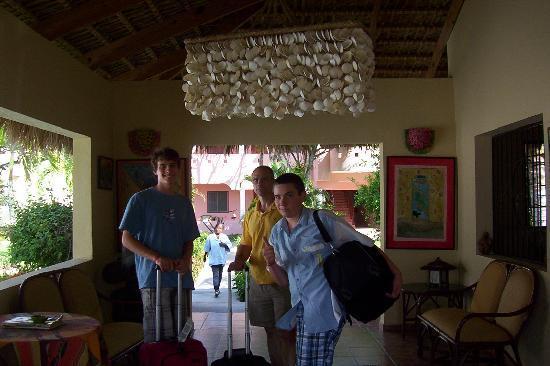 El Eden Hotel: Hotel lobby at check-in