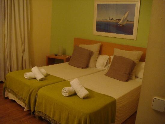 Petit Hotel : xxx