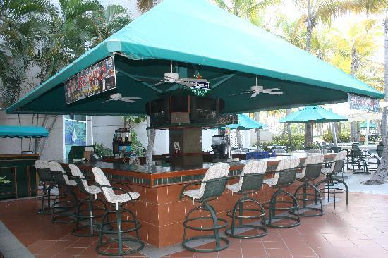 Hilton Ponce Golf & Casino Resort : Great Pool Bar!