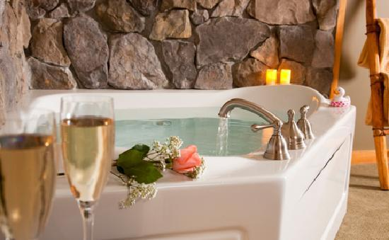 Bear Mountain Lodge : Wild Turkey's Jacuzzi - Elopement/Honeymoon Suite