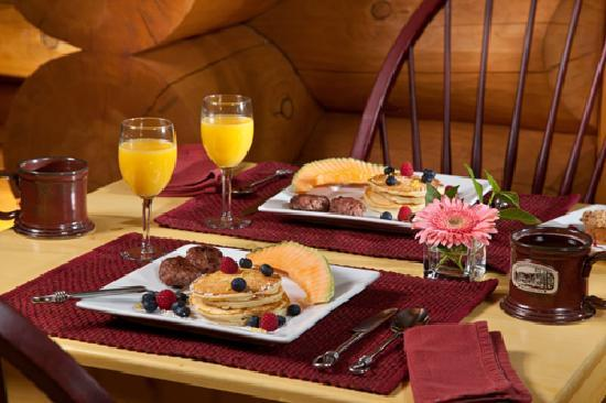 Bear Mountain Lodge: Wonderful full breakfast served each morning