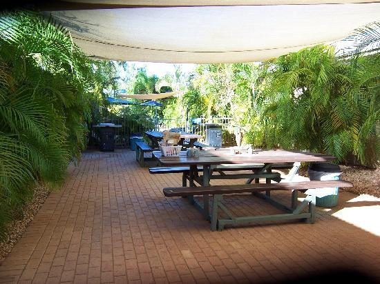 Ningaloo Lodge : Courtyard with pool area in background