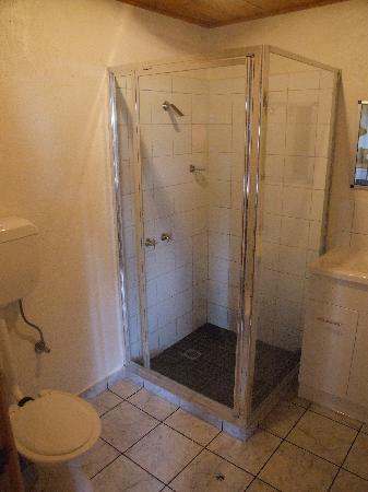 Stanley Seaview Inn : Bathroom of top floor room