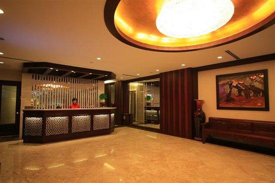 La Belle Vie Hotel: Lobby