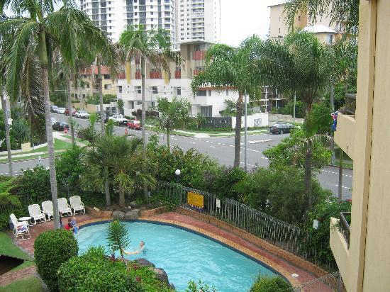 Grangewood Court Apartments Broadbeach : Lovely being able to sit on our balcony and watch the world go by