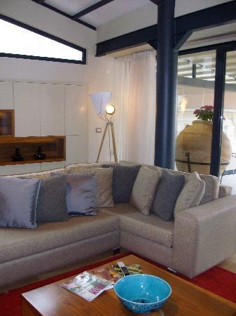 Tomtom Suites: large living-room