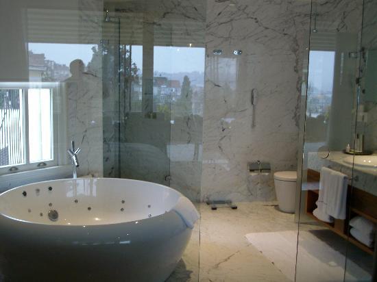 Tomtom Suites: amazingbathroom