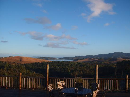 Puketiti Lodge: Morning View from the Deck