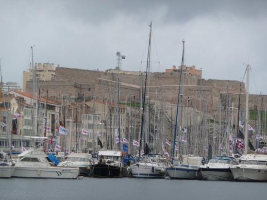 L' Hotel de Ville: Le Vieux Port