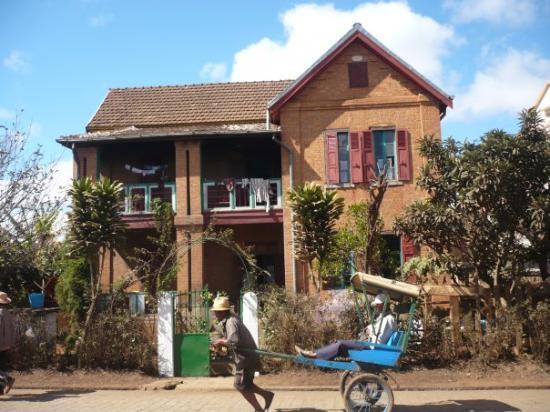 Madagascar Exotic : Trano gasy sy posiposy