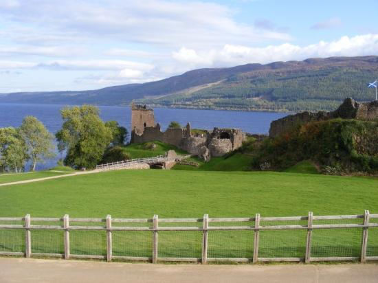 Fort Augustus, UK: URQUHART CASTLE ( Loch Ness )