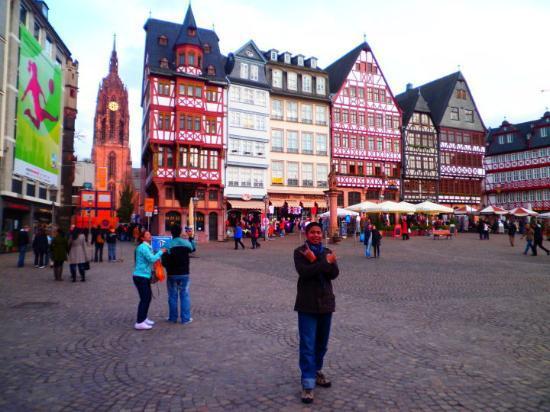 Pinienhof: Here is frankfurt, deutschland...