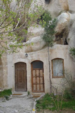 Gamirasu Cave Hotel: cave room from outside