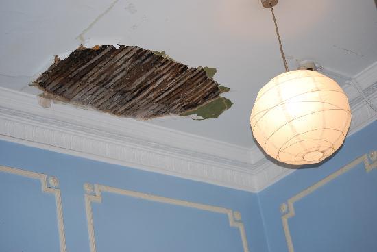 Hadleigh Hotel: Primo crollo...