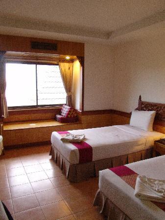 100 Islands Resort & Spa: view from the door with the window nook