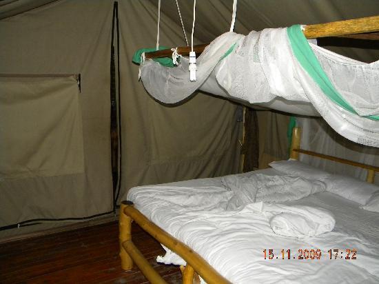 Migunga Tented Camp: Interior of tent