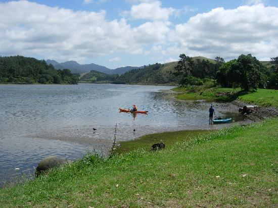 Pacific View B&B: Kayaking in the local river