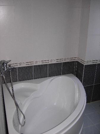 Hoang Viet 2: Nice corner bath