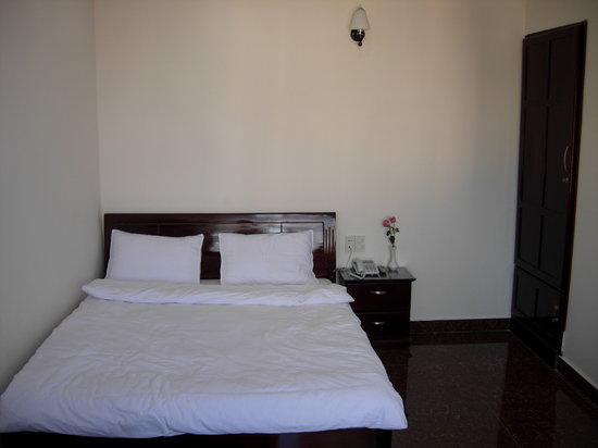 Hoang Viet 2: Bedroom