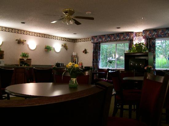 Baymont Inn & Suites Piqua: Breakfast Area