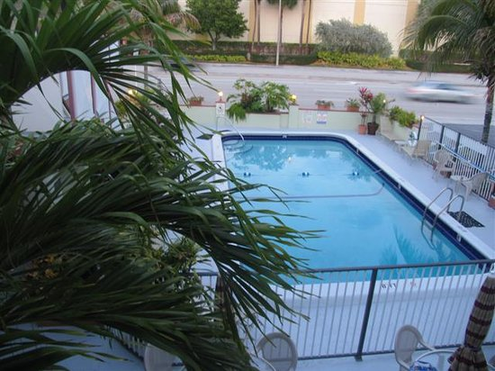 Ocean Breeze Motel: pool