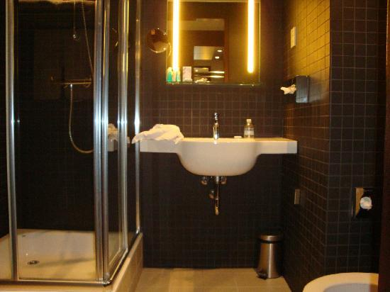 Dutch Design Hotel Artemis: Bathroom