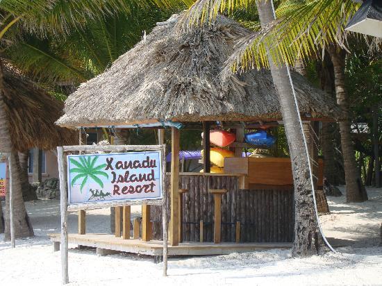 Xanadu Island Resort: The resort's outdoor bar and grill.