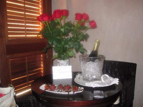 Ananda Hotel Boutique: champagne y fresas