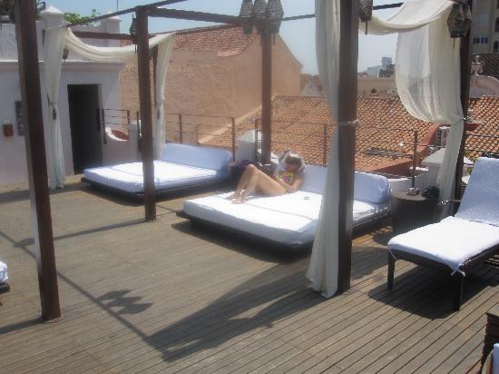Ananda Hotel Boutique : terraza paratomas al sol